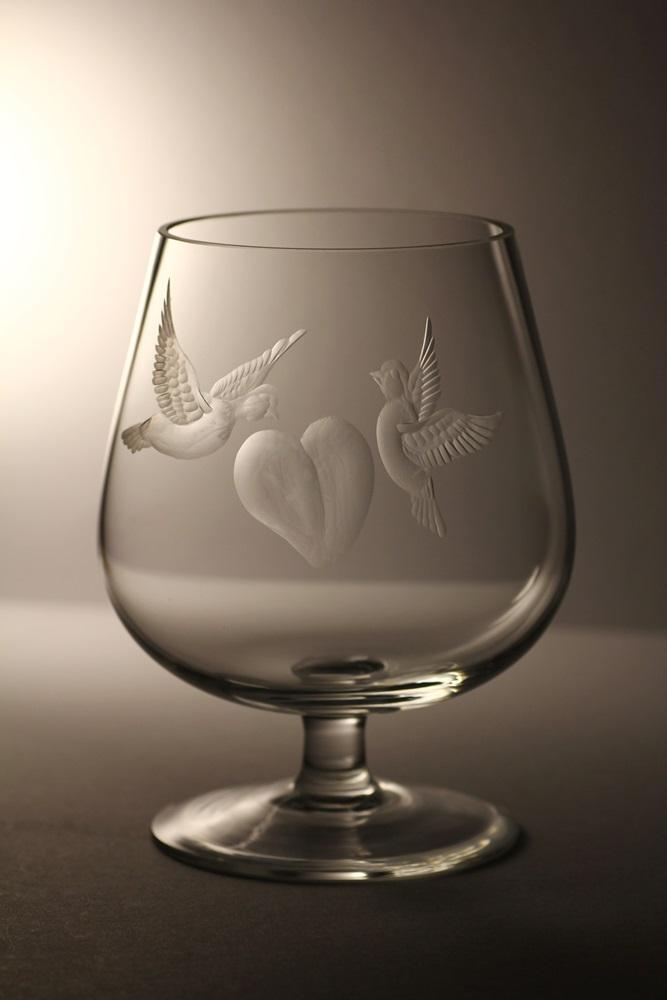 křišťálová číše 1l , ručně rytý (broušený) motiv holubiček,dárek vhodný ke svatbě a zamilovavé