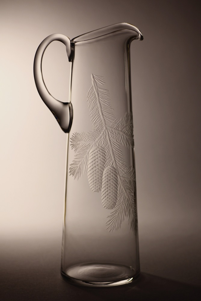 džbán 1,5l s rytinou smrkové větvičky s šiškami,luxusní dárek pro muže