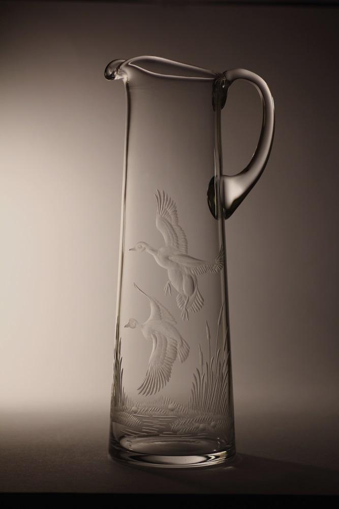 džbán 1,5l ručně rytý (broušený) motiv kačky, dárek pro myslivce