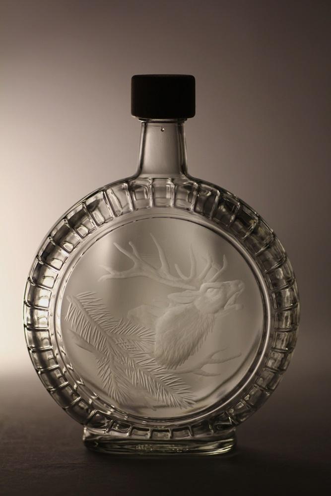 lahev na slivovici (pálenku) 0,7l s rytinou jelena ,dárek pro myslivce