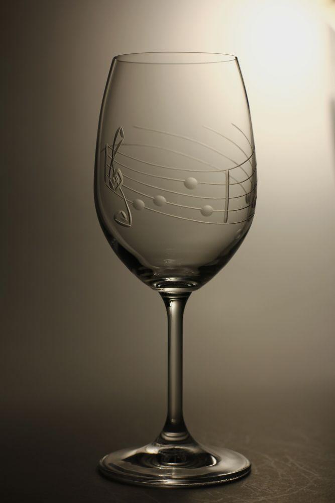 sklenice na víno 1ks Lara 350ml,sklenička s rytinou not, dárek pro muzikanty