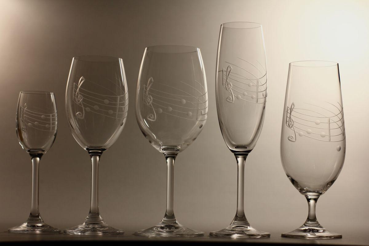 kompletní řada sklenice Lara na víno bílé i černené,sekt,pivo a likér s rytinou noty,luxusní dárek
