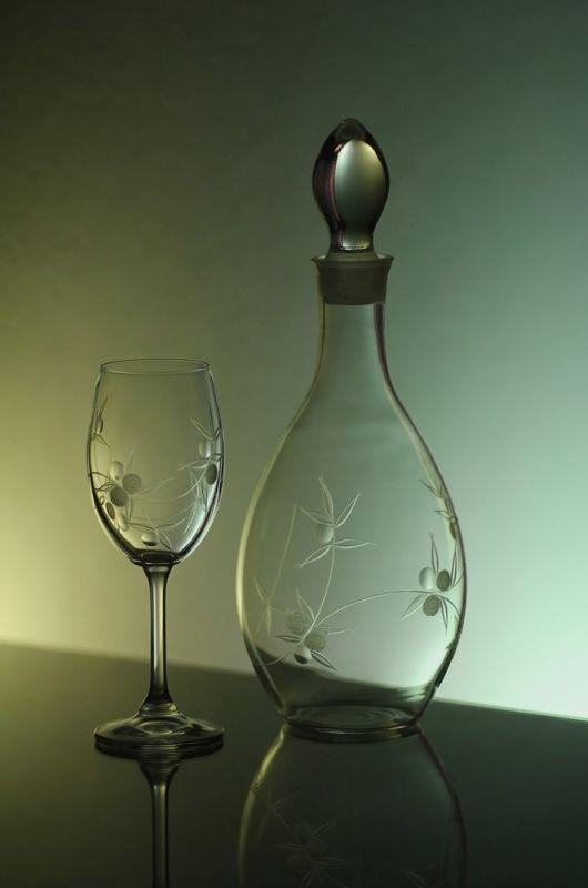 lahev na víno 1l + skleničky na víno 2ks Klara 350ml, ručně ryté (broušené) motiv bobule, vhodný dárek pro ženu a muže