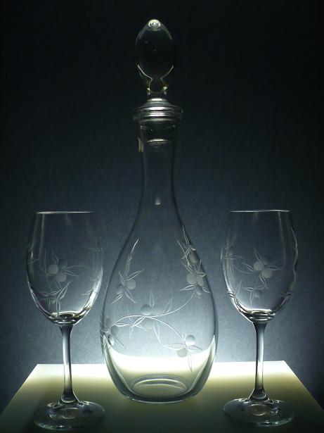 lahev na víno 1l + skleničky na víno 2ks Lara 250ml, ručně ryté (broušené) motiv bobule, vhodný dárek pro ženu a muže