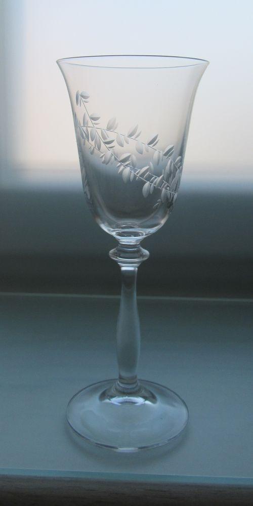 sklenka na víno Angela 250 ml, sklenice s rytinou lístečků