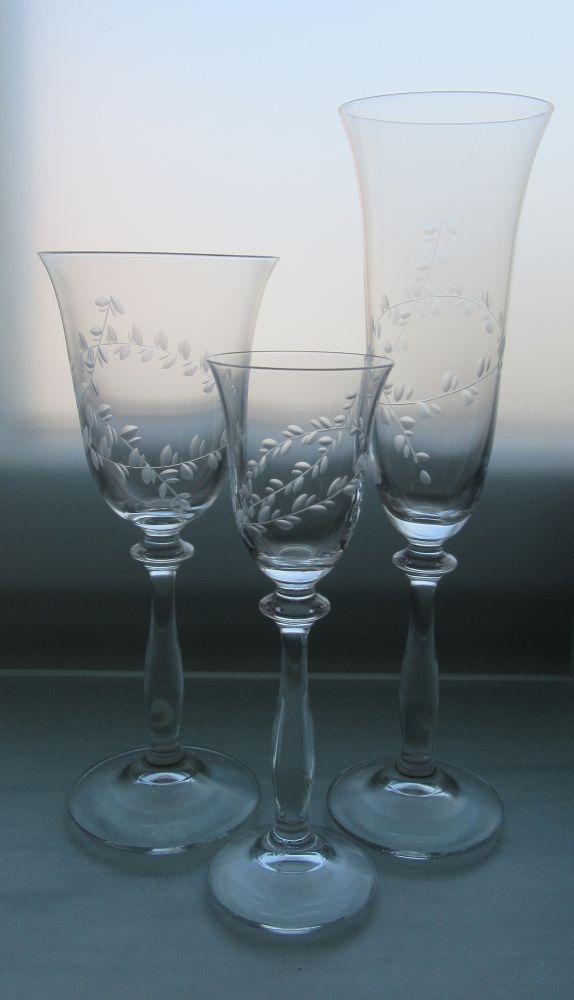 kompletní řada sklenice Angela víno,sekt a likér s rytinou lístečků, luxusní dárek