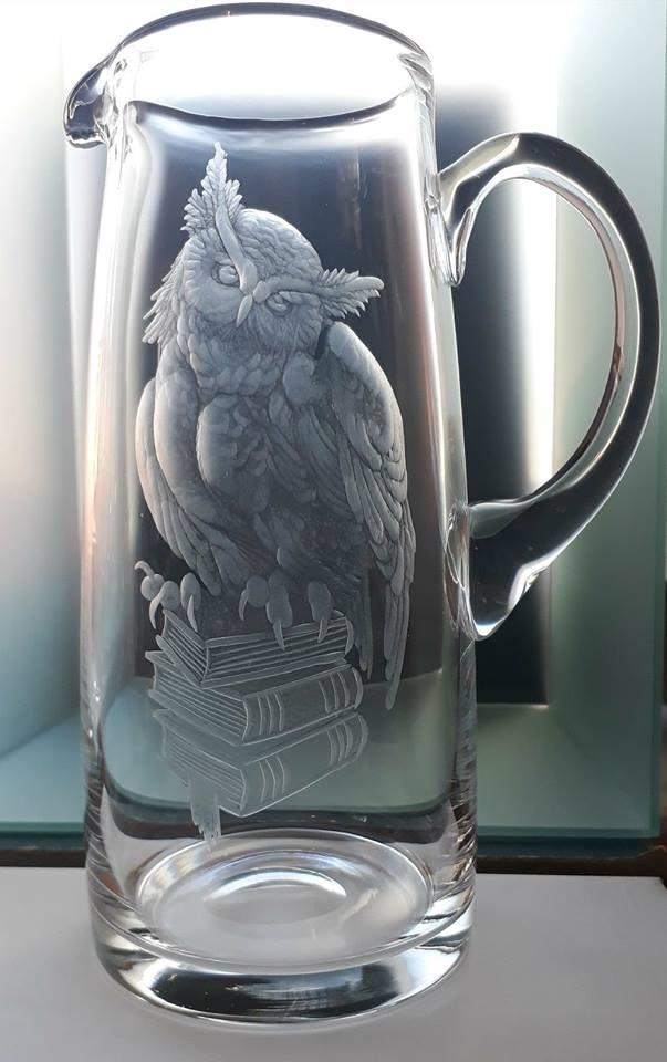 džbán 1,5l ručně rytý (broušený) motiv sovy