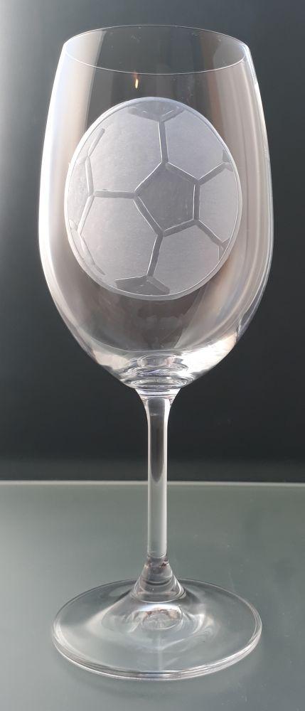 sklenice na víno Lara 350ml s rytinou fotbalového míče , dárek pro fotbalistu