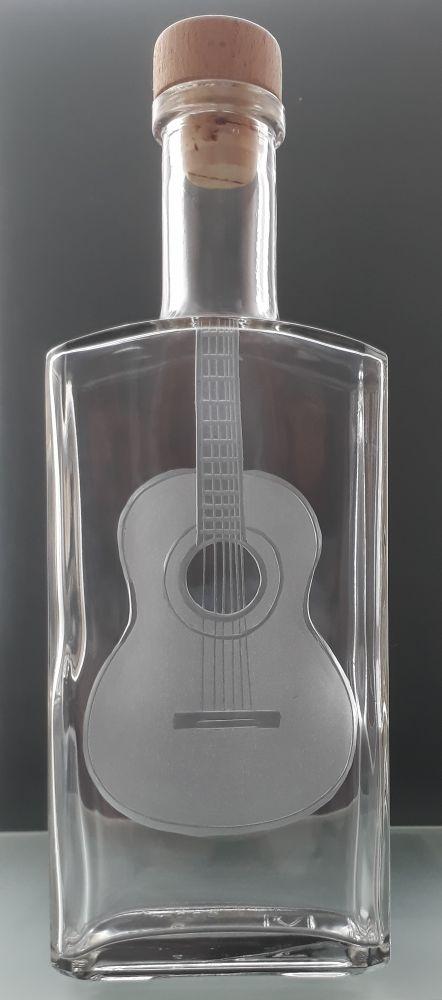lahev na kořalku 0,5l s rytinou klasické španělské kytary , možnost jména na přání