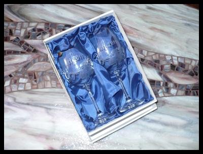 svatební skleničky, 2 ks Klara 350ml,sklenice ručně ryté (broušené) motiv prstenů, poupat, datumu