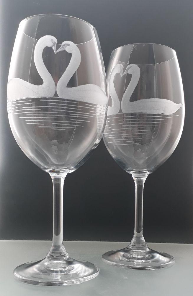 sklenice 2 ks Lara 450ml na víno, s rytinou labutí, dárek pro zamilované