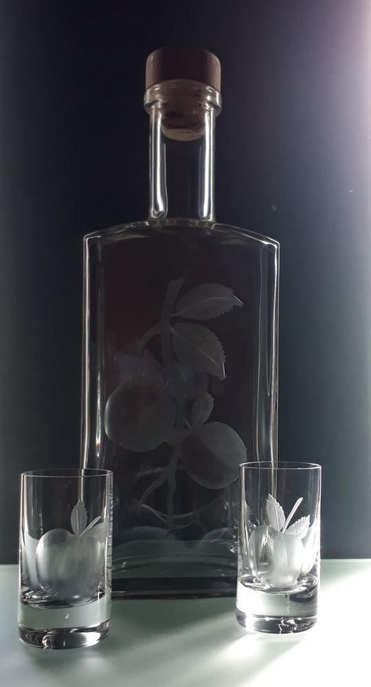 lahev na kalvádos (pálenku)+2 ks likér s rytinou jablek , text na přání