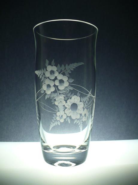 skleněná váza 23cm, ručně rytá (broušená) motiv květ , originální luxusní dárek pro ženu