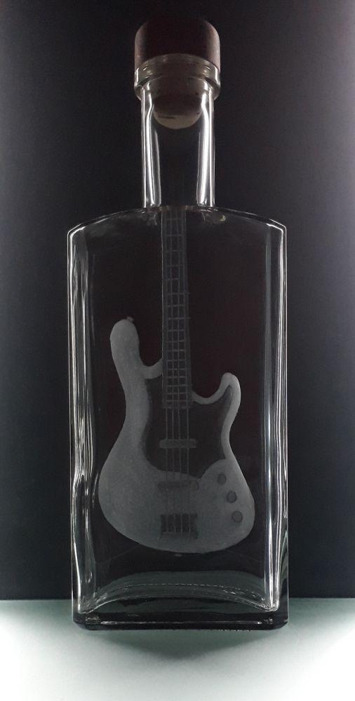 lahev na kořalku 0,5l s rytinou el. basové kytary, možnost jména i textu na přání