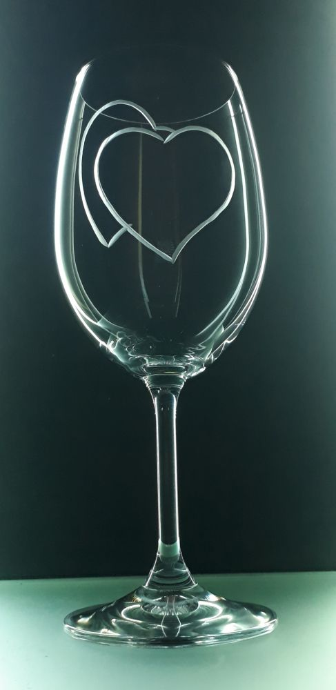 sklenice 1ks na víno 350ml se srdcem , možnost jména na přání , dárek z lásky