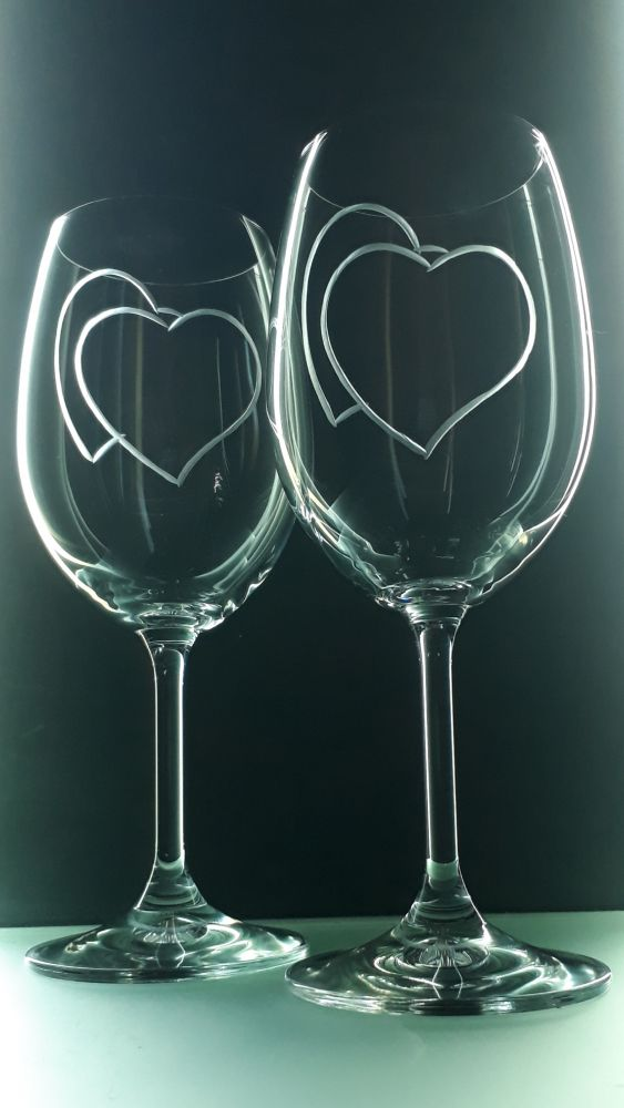 sklenice 2ks na víno 350ml se srdcem , možnost jména na přání , dárek z lásky k Valentýnu