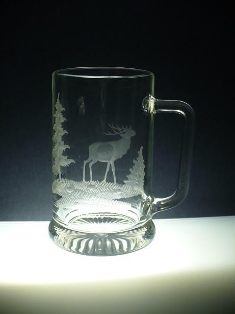 půllitr s jelenem,ručně rytý (broušený) motiv jelen, dárek pro myslivce