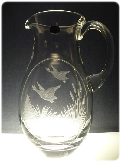 džbán baňatý na pivo (víno) 1,5l myslivost,ručně rytý (broušený) motiv kačky,dárek pro myslivce
