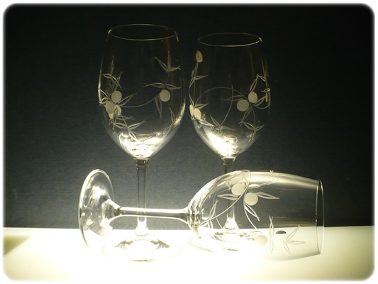 skleničky na víno 6ks Lara 250 ml,sklenice s rytinou bobule, dárek k narozeninám