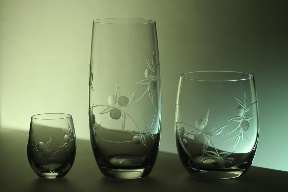 kompletní řada sklenice Club, ručně ryté (broušené) motiv bobule,skleničky na pivo, hwisky a likér,luxusní dárek