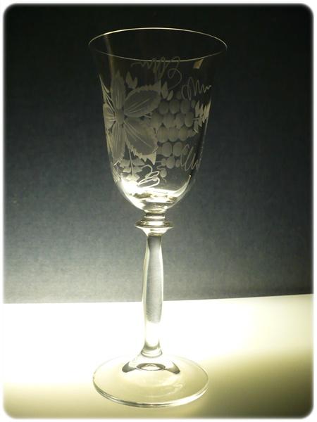 sklenička na víno 1ks Angela 250ml,sklenice ručně rytá (broušená) motiv vinný hrozen, dárek pro ženu i muže