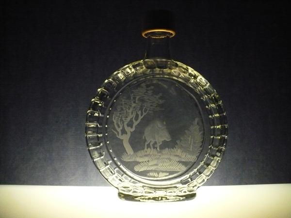 lahev na slivovici (pálenku) 0,7l s rytinou divočáka ,dárek pro myslivce