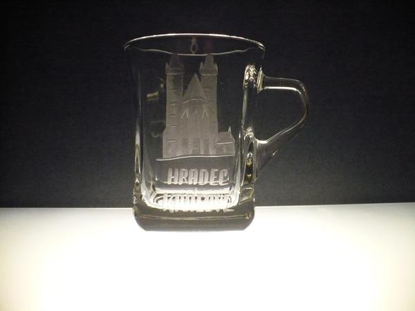 hrníček na kávu nebo čaj 220 ml s rytinou Hradec Králové, možnost jiného města na přání