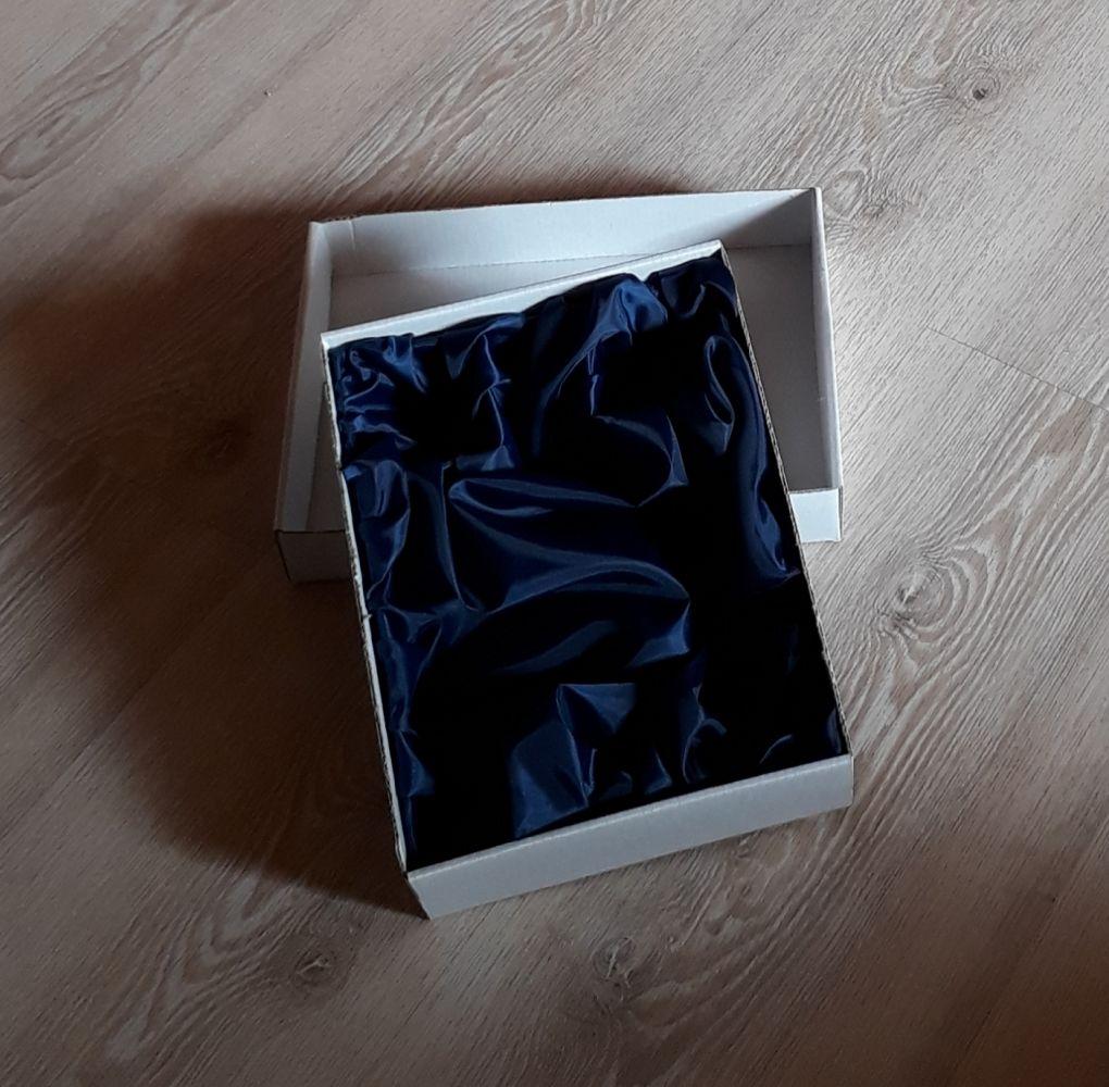 lahev na slivovici (pálenku) 0,7l + 2ks likérek, ručně rytý (broušený) lovecký motiv,vhodný dárek pro tatínka