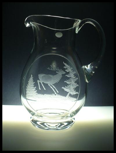 džbán na pivo (víno) 1,5l myslivost,ručně rytý (boušený) motiv jelen ve skoku,dárek pro myslivce