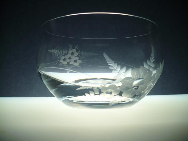 kompotová miska, ručně rytá (broušená) motiv květ, originální luxusní dárek pro ženu