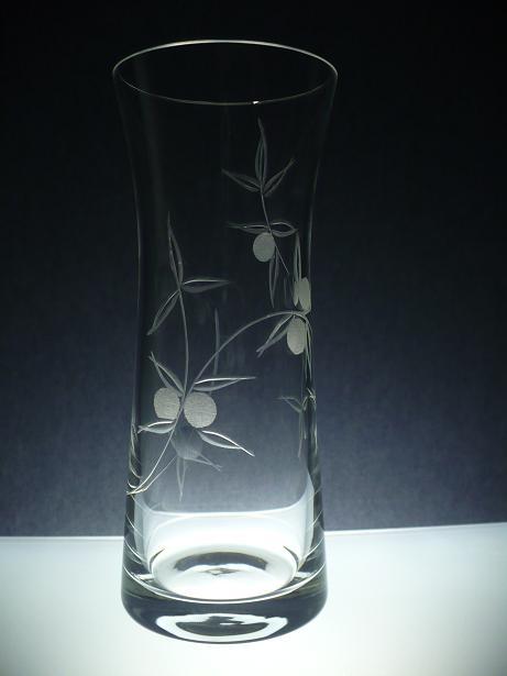 skleněná váza 26cm, ručně rytá (broušená) motiv bobule , originální luxusní dárek pro ženu