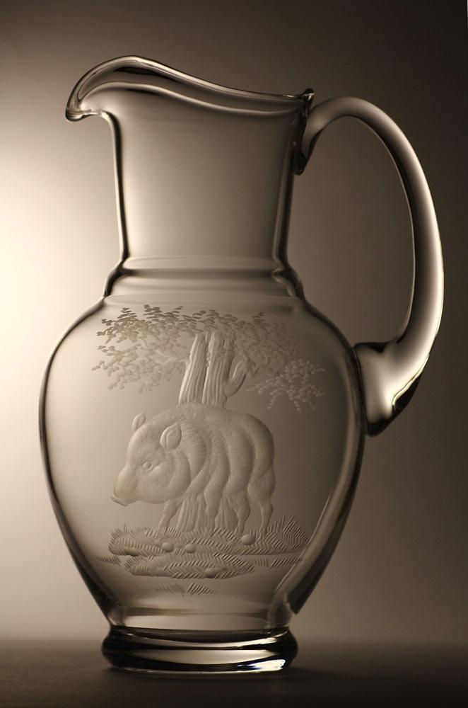 džbán 2,5l divočák,ručně rytý (broušený) motiv divoké prase, dárek pro myslivce