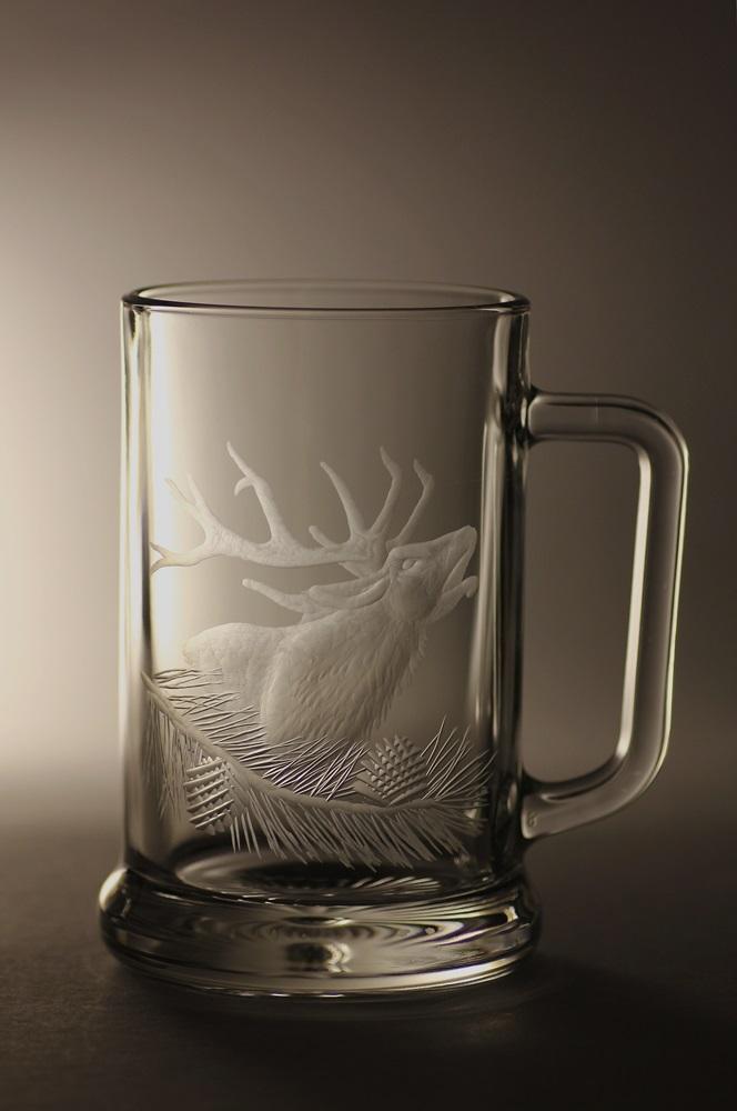 půllitr s jelenem , ručně rytý (broušený) motiv jelena, dárek pro myslivce