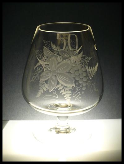 obří křišťálová číše 2 l, ručně rytá (broušená) motiv vinných hroznů, vhodná sklenice k výročí (jubileu)