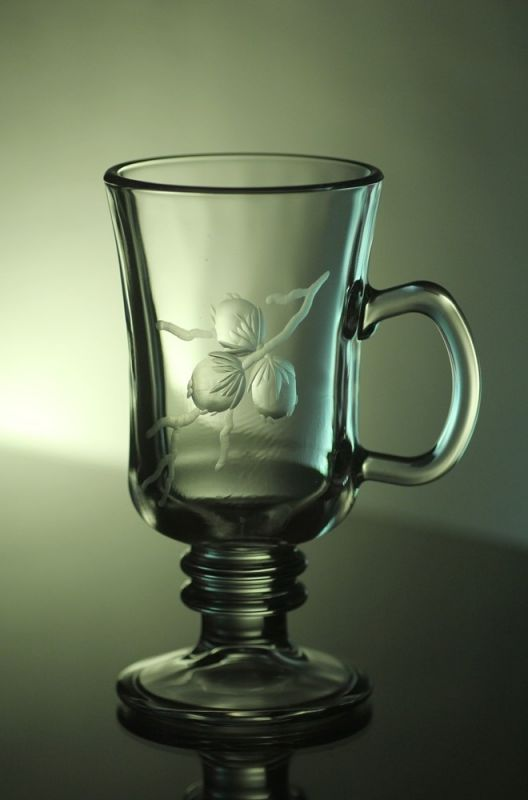 sklenice na kávu nebo latte 1ks, Venezia, ručně rytá (broušená), motiv tři oříšky