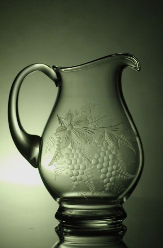 džbán na víno 1,5 l, ručně rytý (broušený) motiv vinný hrozen, dárek pro muže i ženu