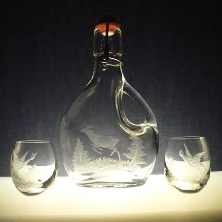lahev s ouškem 200ml + 2 ks skleničky na slivovici (pálenku) , myslivost,ručně rytý,dárek pro myslivce