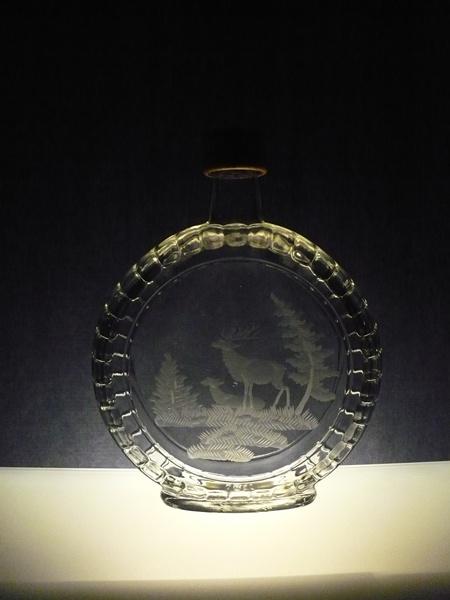 lahev na slivovici (pálenku) 0,7l myslilost,ručně rytý (broušený) motiv jelen ,dárek pro myslivce