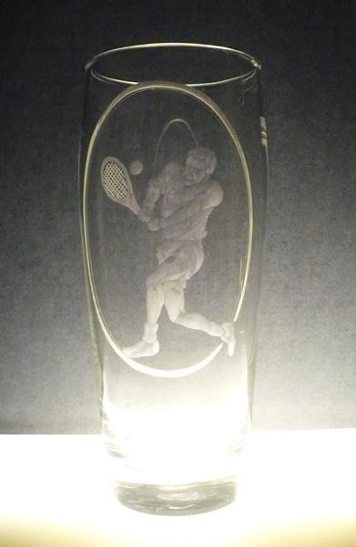 půllitr, ručně rytý (broušený) motiv tenis , dárek pro sportovce
