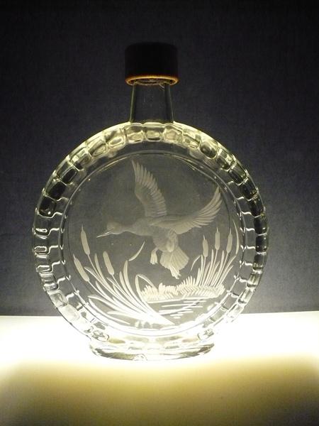 lahev na slivovici (pálenku) 0,5l,ručně rytý (broušený) lovecký motiv,dárek pro myslivce
