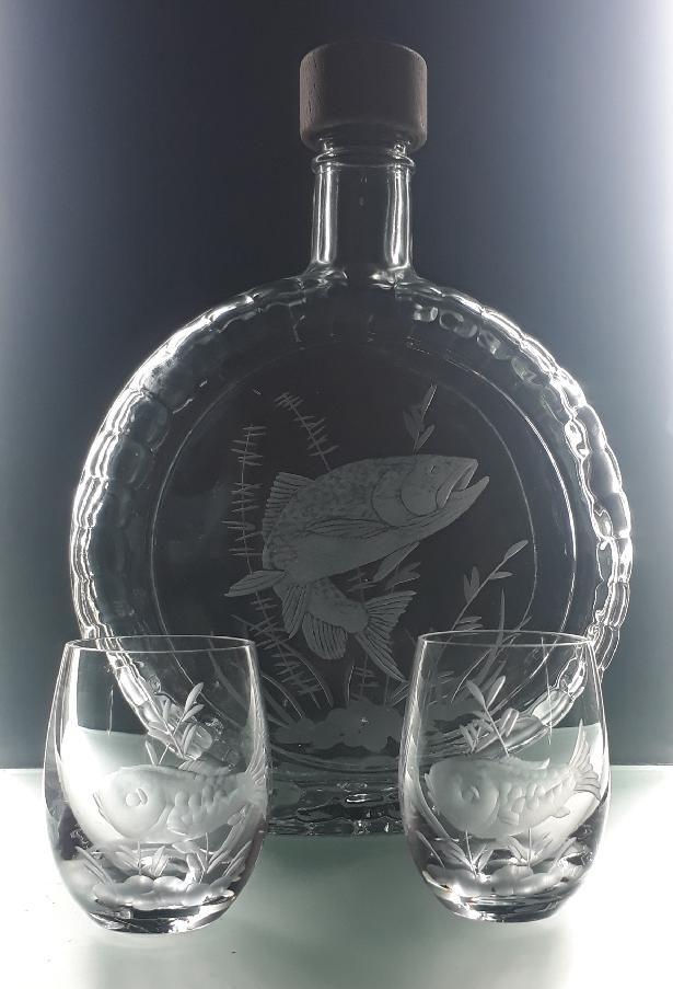 lahev na slivovici (pálenku) 0,7l + 2ks likér s rytinou pstruha ,dárek pro rybáře