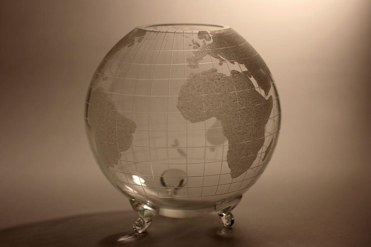 křišťálový glóbus průměr 14cm , dárkové sklo i křišťálový sportovní pohár (trofej)