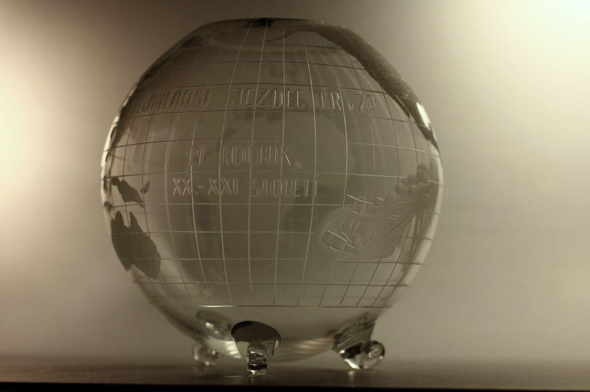 křišťálový glóbus průměr 21cm, vlastní motiv i text, dárkové sklo i křišťálový sportovní pohár (trofej)