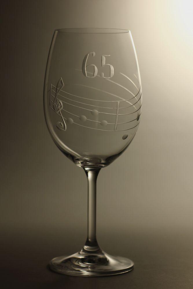 sklenice k výročí (jubileu),motiv noty, dárek k 65 narozeninám