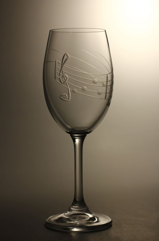 skleničky na víno 2ks Lara 250ml,sklenice s rytinou not, dárek pro muzikanty