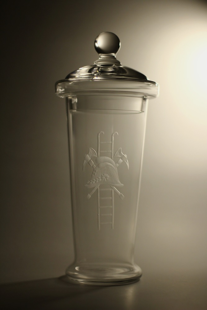 Křišťálový pohár s pokličkou a hasičským motivem (27,5cm, 30,5cm, 34cm, 37cm)