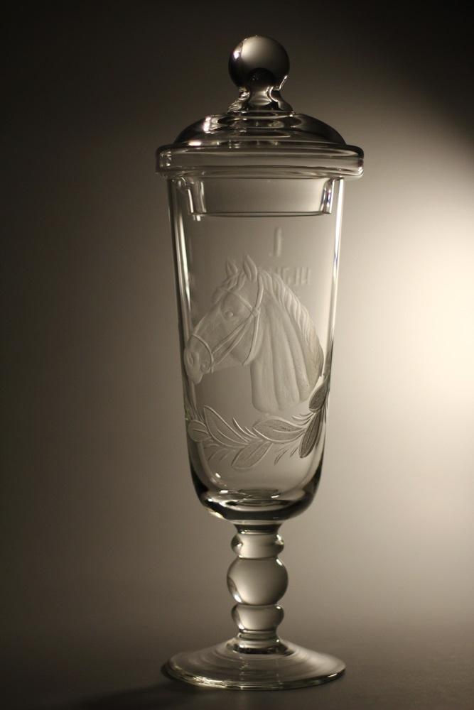 Křišťálový pohár s pokličkou s rytinou koně (35,5cm, 38,5cm, 41,5cm)