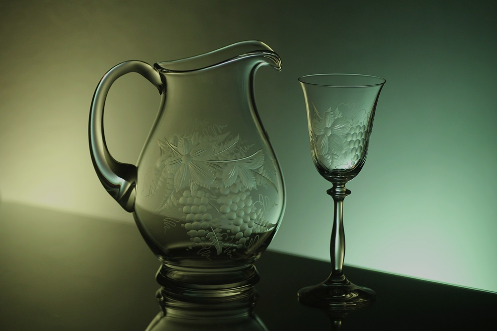 džbán na víno 1,5l + skleničky 2ks Angela 250ml s rytinou vinného hroznu, možnost jména na přání