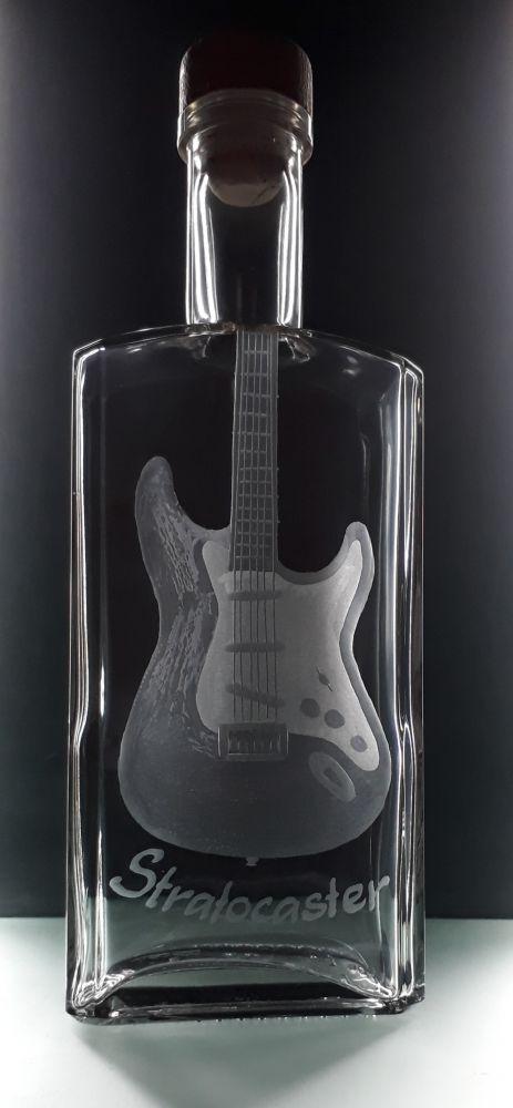 lahev na kořalku 0,5l s rytinou el. kytary Stratocaster, možnost jména na přání
