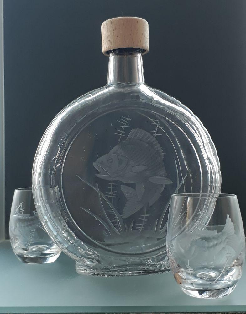 lahev na slivovici (pálenku) 0,7l s rytinou okouna + 2ks likér , dárek pro rybáře